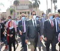 في أول أيام العام الدراسي.. وزير التعليم العالي يتابع إجراءات التباعد الاجتماعي وارتداء الكمامة