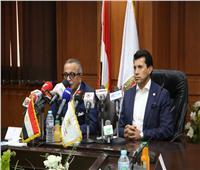 بالفيديو  تفاصيل جلسة وزير الشباب والرياضة مع أعضاء اللجنة الخماسية
