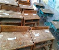 لمنع المشاحنات بين الطلاب.. طريقة مبتكرة للجلوس داخل فصول مدرسة بأسيوط