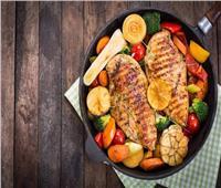 طبق اليوم.. «شرائح الدجاج والخضروات»