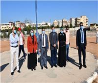 طلاب جامعة القناة يؤدون تحية العلم مع بداية العام الدراسي الجديد
