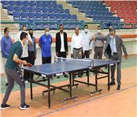 رئيس جنوب الوادي يدخل منافسة مع الطلاب في الألعاب الرياضية