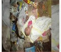 عمال نظافة يعثرون على طفلة رضيعة داخل أكوام القمامة بقنا