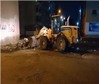 صور| تكثيف أعمال النظافة ورفع تجمعات القمامة بحي ثالث الإسماعيلية