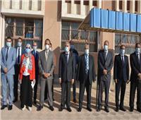محافظ المنيا يتابع انتظام سير العملية التعليمية بعدد من المدارس