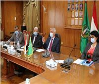 رئيس جامعة المنوفية يجتمع بلجنة إدارة أزمة فيروس كورونا