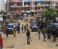 مقتل شخص في اشتباكات مع انتظار غينيا نتيجة انتخابات الرئاسة