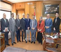 رئيس جامعة القناة يستقبل لجنة التيسير الخاصة بالشراكة المصرية اليابانية للتعليم