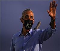 بالصور والفيديو| «ارتدى كمامة وهاجم ترامب».. الظهور الأول لأوباما بحملة بايدن