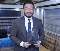 أحمد زاهر يواصل حصد الجوائز عن «فتحي البرنس»