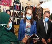 صور | وزيرة التخطيط تتفقد معرض منتجات الحرف التراثية في سوهاج