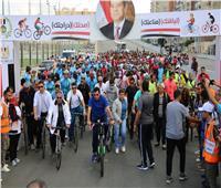 من محور المحمودية.. وزير الرياضة يقود ماراثون للدراجات بالإسكندرية