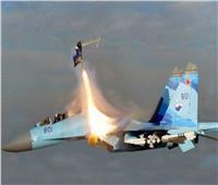 شاهد | تحطم طائرات حربية ونجاة طياريها بأعجوبة