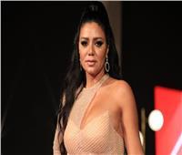 مصمم أزياء يكشف عن مشكلتين في فستان الفنانة رانيا يوسف