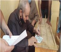 انتخابات النواب 2020| رجال الأمن في خدمة كبار السن بالبدرشين