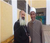 انتخابات النواب 2020| «انزل وشارك مصر الأهم».. لافتة رفعها قس وشيخ بالمنيا