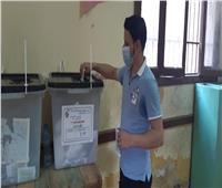 صور.. استمرار توافد المواطنين على لجان الاقتراع  بالعياط بالجيزة