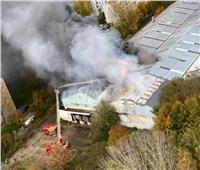 صور| الشرطة الفرنسية تجلي المئات جراء حريق ميناء لو هافر