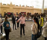 وزير السياحة والآثار يتفقد آخر أعمال متحف المركبات الملكية