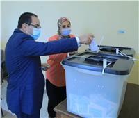 رئيس التنظيم والإدارة يدلي بصوته في انتخابات مجلس النواب