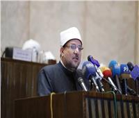 وزير الأوقاف السوداني يُهدي الدكتور مختار جمعة درع الوزارة