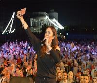 صور | ياسمين نيازي تحيي حفلا في «تربية دمياط»