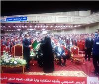 وزير الأوقاف يهدي «السيسي» نسخة من أحدث إصدارات الوزارة