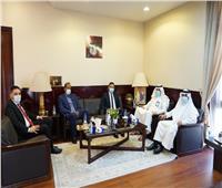 سفير مصر بالرياض يبحث قضايا العمل مع «مسئول في المملكة»