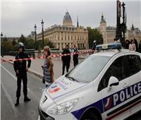 فيديو  لحظة قتل الشرطة الفرنسية مهاجمًا هدد المارة بسكين