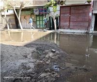 صور| غرق شارع «جامع حلمي» في مياه الصرف الصحي بالشرقية