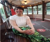 سائقة أتوبيس مصرية في لندن: «أنا فنانة تشكيلية.. ولا احب التقيد بعمل واحد»