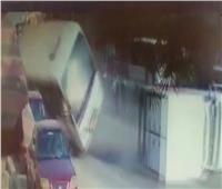 الإبراشى يعرض فيديو لحادث أتوبيس مدينة نصر يظهر إنقاذ تلميذين من الموت
