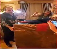 فيديو|راقصة ببدلة «روز».. هدية سيدة مصرية لزوجها في عيد ميلاده