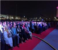 فيديو وصور| وزيرة التجارة تحضر حفل عمر خيرت بساحة المنارة