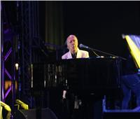 الجمهور يتفاعل مع عزف عمر خيرت لموسيقى «مافيا» و«عارفة»