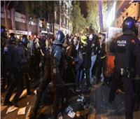 اشتباكات بين متظاهرين والشرطة في برشلونة بسبب قيود كورونا