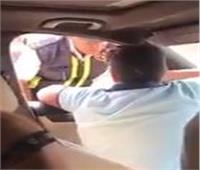 خلال قيادته لسيارة ملاكي.. الداخلية تفحص فيديو لطفل يعتدي على شرطي