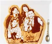 فيديو  «سالي».. تكره تناول العسل وتبدع في الرسم به