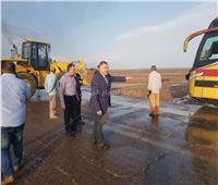 فيديو| موقف بطولي لمحافظ البحر الأحمر لإنقاذ مواطن من السيول