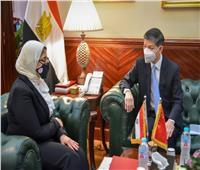 اجتماع وزيرة الصحة وسفير بكين.. مصر تتلقى عرضا جديداً من الصين