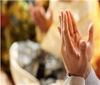 «الدين بيقول إيه» | وسط تحذيرات الموجة الثانية.. هل يجوز التجمع للدعاء؟
