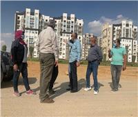 صور.. «قيادات الإسكان» يتفقدون العمل بمشروعات العاصمة الإدارية الجديدة