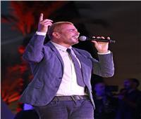 عمرو دياب يطرح أحدث فيديوهاته من حفله بمهرجان الجونة