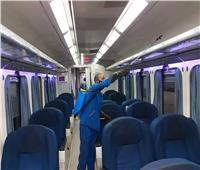 بالصور.. السكك الحديدية تواصل تعقيم المحطات والقطارات