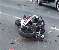 مصرع عاملين في حادث اصطدام دراجة بخارية بقنا