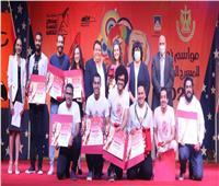 وزيرة الثقافة تكرم أعضاء لجان «المسرح الجامعى»