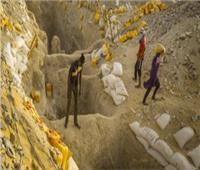 ضبط سائق سيارة تحمل 20 طن أحجار تحتوي على خام الذهب