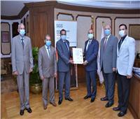 وزير الطيران المدني يتسلم شهادة تجديد الأيزو لمطار الغردقة الدولي