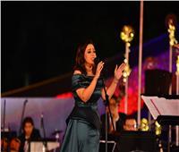 صور| ريهام عبد الحكيم تخطف الأضواء بإطلالة خضراء في «الموسيقى العربية»