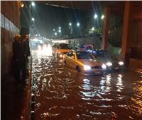عودة حركة المرور بأنفاق وكورنيش الإسكندرية بعد كسح مياه الأمطار.. صور